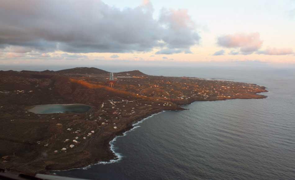 Atterraggio sull 39 isola pantelleria dall 39 alto - Specchio dell amata parafrasi ...